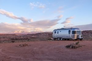 Mobile Home in the dessert with relaxing view of the mountains