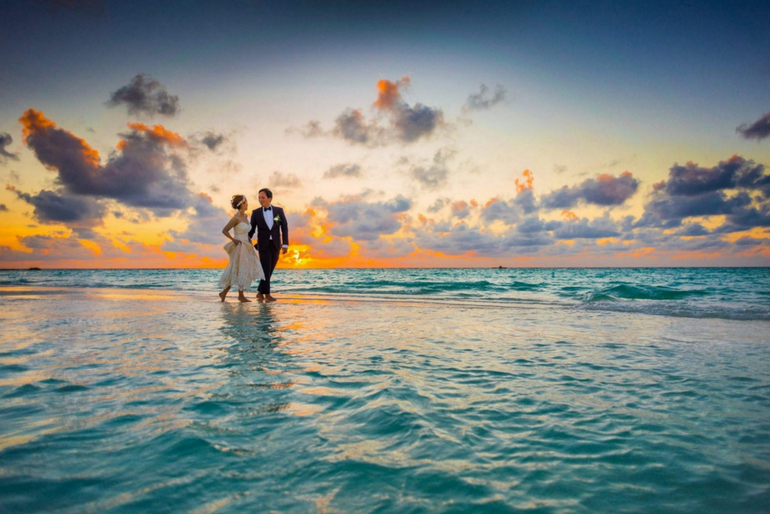 Newlyweds walking by the beach